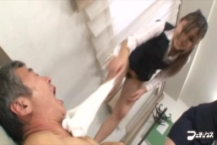 【前田陽菜】痴女OL二人のM男後輩イジメ!小便ぶっかけ調教!